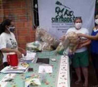 Entregan 150 kits a empleadas domésticas