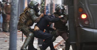 Personas no identificadas disparan a 10 personas que protestaban contra la Policía en Chile