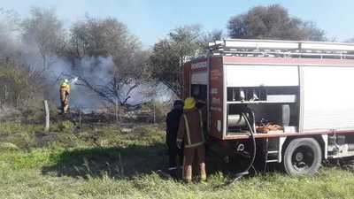Bomberos Voluntarios lograron aplacar incendio de un campo en Neuland