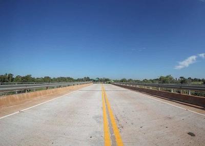 Puente mixto de 120 m. sobre el Ypané fue inaugurado hoy
