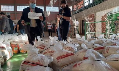 Fiscalía y Contraloría verifican kits de alimentos en el Polideportivo Municipal de CDE