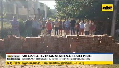 Vecinos levantan muro en acceso a penal en Villarrica