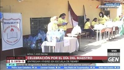 HOY / Docentes del Colegio Divino Maestro de Ñemby celebran el día del Maestro, entregando víveres