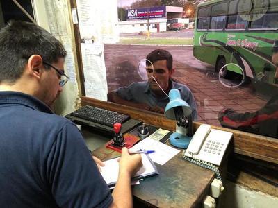Concejal acusa a jefe comunal de METER en su bolsillo el DINERO recaudado en la terminal de ómnibus