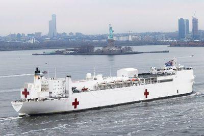 El buque hospital deja Nueva York