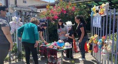 La conmovedora historia de un niño que ofreció sus juguetes a cambio de comida para ayudar a su madre