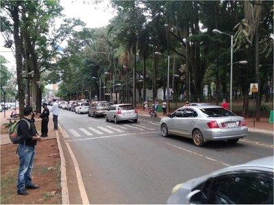 Esteños se manifiestan desde sus vehículos a favor de Miguel Prieto