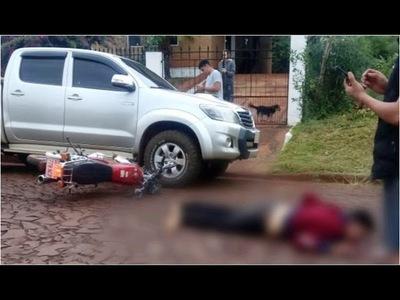 MOTOCICLISTA HERIDO TRAS CHOCAR CONTRA UN VEHÍCULO ESTACIONADO