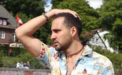 Alessandro Galas reveló que en radios paraguayas piden dinero a cambio de difundir canciones