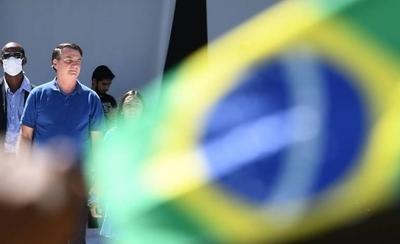 HOY / Bolsonaro vuelve a burlar al COVID-19 y asiste a acto contra el Congreso y el Supremo Tribunal