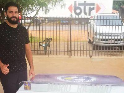 El jugador que fabrica mesas de  pikifútbol