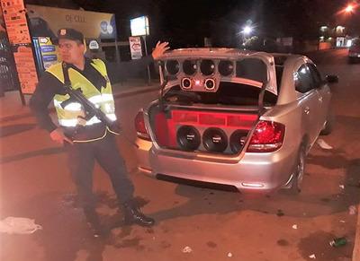 Decomisan vehículo por POLUCION SONORA en Minga Guazú