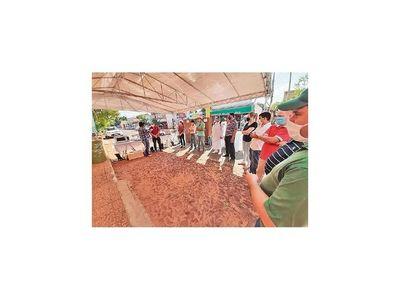 Funcionarios y docentes donan equipos a hospital de Misiones