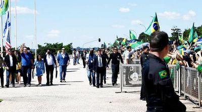 Controversia  entre poderes de Brasil, que supera las 7.000 muertes por covid-19