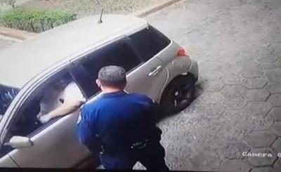 Intentó sobornar a la policía para que lleven detenida a su esposa