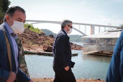 Presidente verificó refuerzo de control militar en la frontera con Brasil