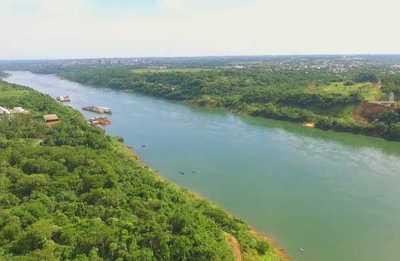 """Lancha de la POLICIA FEDERAL choca a canoa y 8 paraguayos """"desaparecen"""" en las aguas del río Paraná"""