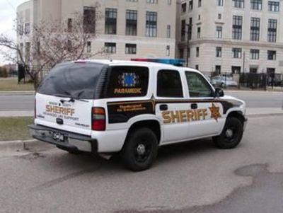 Tres acusados en EE.UU. por asesinato de guardia en disputa por mascarilla