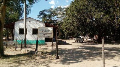 Técnicos del MAG de Puerto Casado entregan semillas a comunidades indígenas