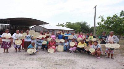 Asisten con 10 toneladas de alimentos a familias artesanas