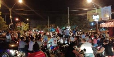 HOY / Concepción: dejan la cuarentena para recibir en caravana a radialista absuelto de acusación de abuso