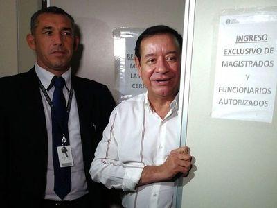 Juez dispone que médico forense examine dientes de Miguel Cuevas