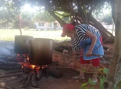 Cocineras piden ayuda para olla popular • Luque Noticias