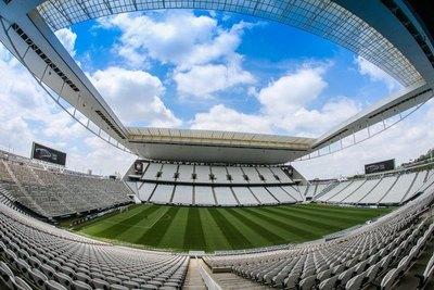 El fútbol brasileño se resiste a perder su crucial partido ante el COVID-19