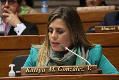 Kattya González abandona el simplismo: propone reforma constitucional y tributaria