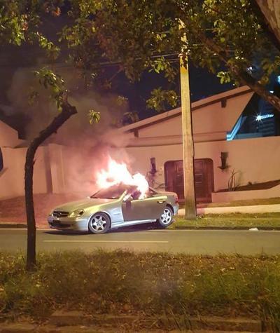 Joven protestó por la falta de atención de sus padres quemando su vehículo