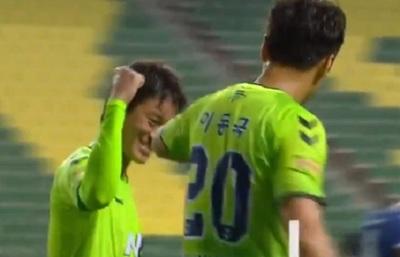 Así se festejó el gol en el retorno del fútbol en Corea