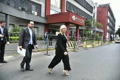 Villamayor insinúa que su propia abogada intentó embaucar a Messer cuando pedía dinero para coimas