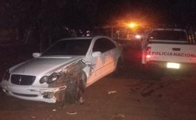 Adolescente embistió vehículo lujoso por una patrullera