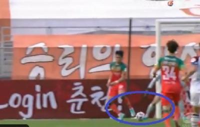 El impresionante gol de taco y sin mirar en Corea