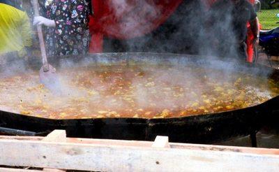 """Paella a """"lo Luque"""" para 1.000 platos en homenaje a las madres • Luque Noticias"""