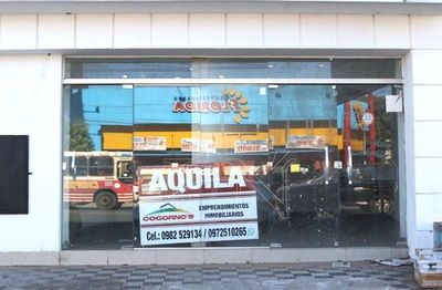 """Suman carteles de """"Alquilo"""" de los salones comerciales sobre ruta Mcal. Estigarribia"""