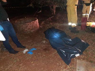 Mujer es hallada muerta en un pozo