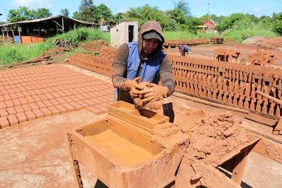 Ceramistas esperan ser parte de construcción de 7.000 viviendas sociales