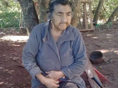Voluntarios asisten a familia que vive en total abandono en Encarnación