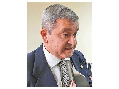 Esposo de ex senadora Bajac consiguió permiso  para trabajar