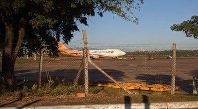 Llegó otro avión carguero con insumos médicos