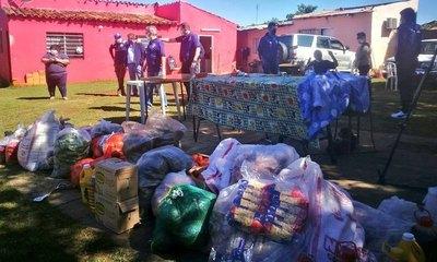 Sol repartió comida y kit de alimentos en el Bañado