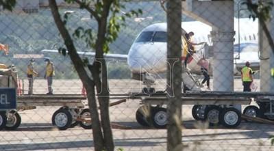 Vuelven al país 46 paraguayos en un vuelo humanitario