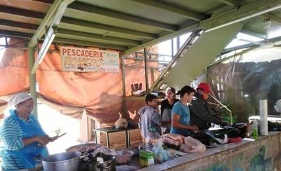 HOY / Ante caída de ventas, pescaderías de Remanso habilitan delivery