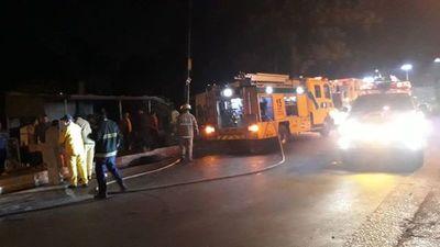 Vuelco e incendio en la ciudad de Ñemby