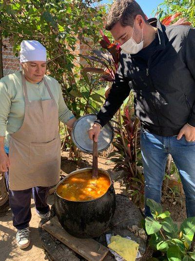Alliana entrega kits de alimentos para ollas populares en Pilar