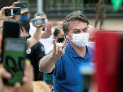 Bolsonaro vuelve a arengar acto cuando Brasil supera los 16.000 muertos por Covid-19