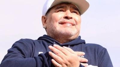 """HOY / Maradona, al borde del llanto: """"Ayuden a comer a la gente"""""""