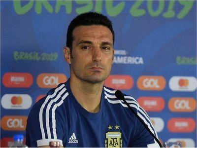 """Scaloni: """"Un momento delicado como para pensar solo en fútbol"""""""