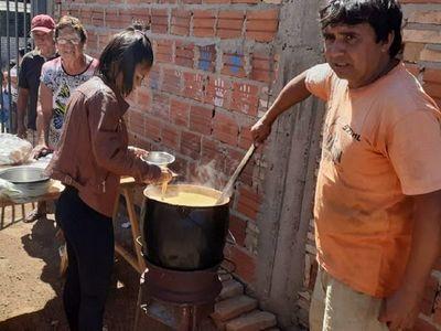 Piden ayuda para seguir alimentando a 300 personas en el bañado